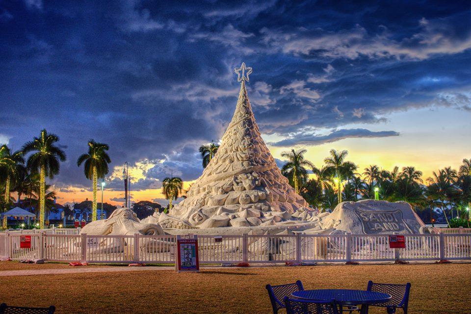 Palm Beach Holiday Photo Spots_Sandi the Holiday Sand Tree