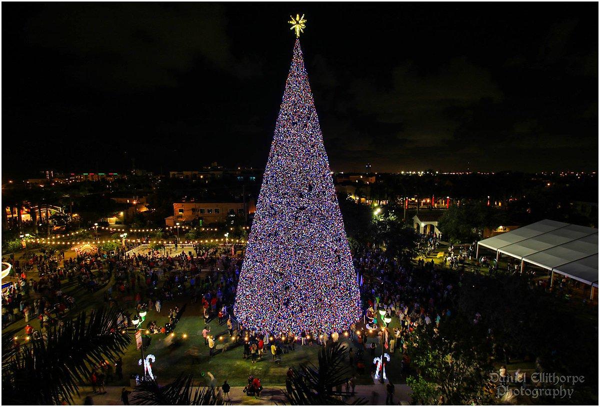 Palm Beach Holiday Photo Spots_Delray Beach 100ft Christmas Tree